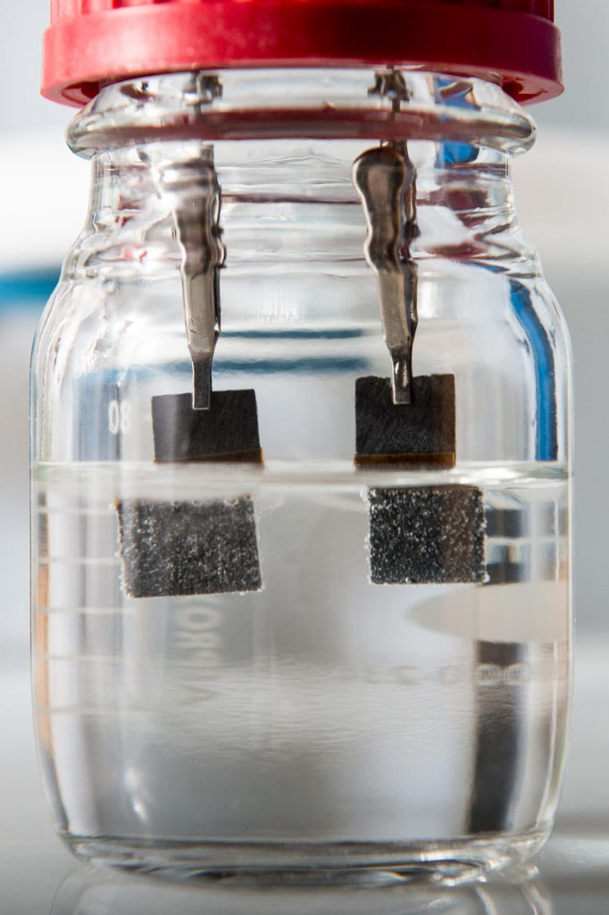 single-catalyst-water-splitter-stanford